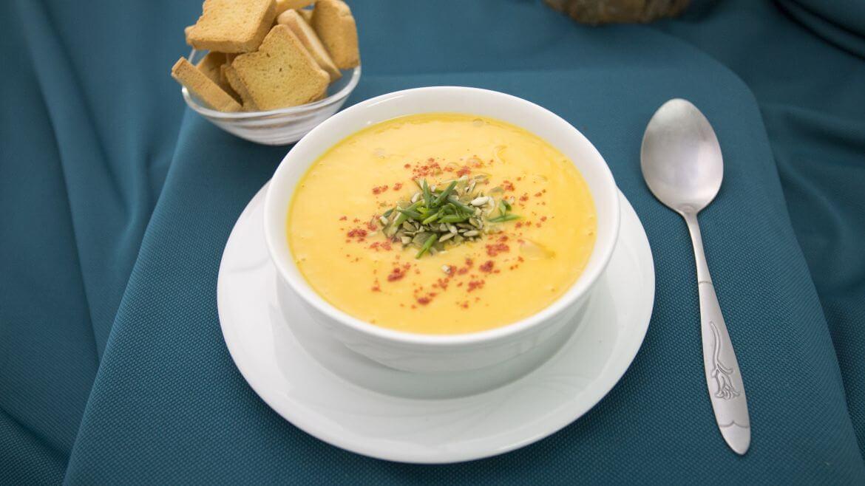 In Bucate - Supa crema de dovreac cu cartof dulce si crutoane